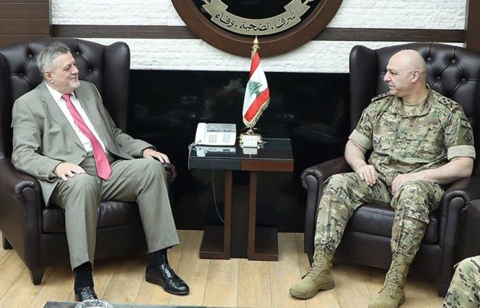 قائد الجيش عرض مع كوبيش الأوضاع العامة