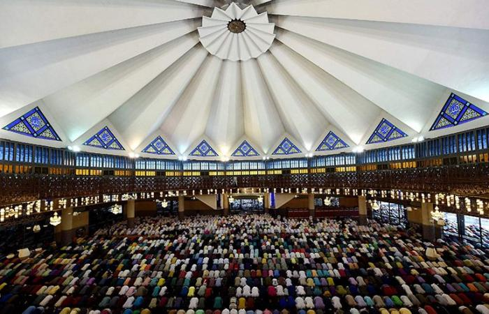 تلاوة جماعية في ماليزيا احتفالا بنزول القرآن