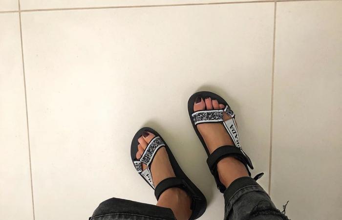 حذاء قبيح جديد ينتشر.. اعتمدته معظم مؤثرات الموضة (صور)