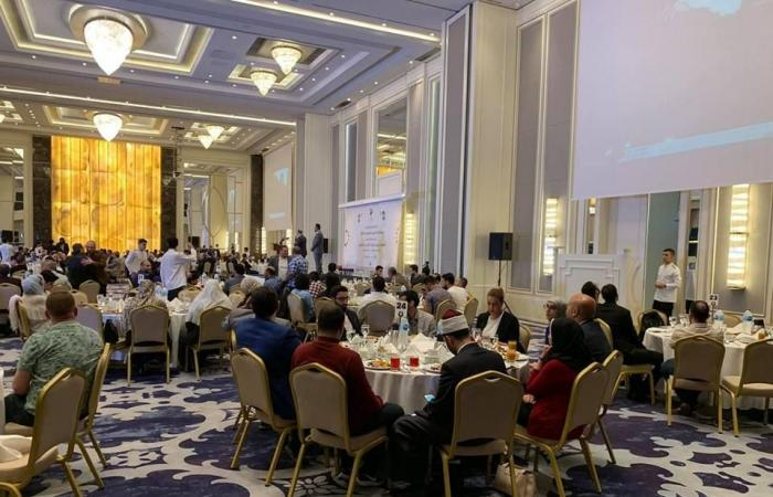مصر | صور.. مستشار أردوغان يلتقي إعلاميين مصريين مدانين بالعنف