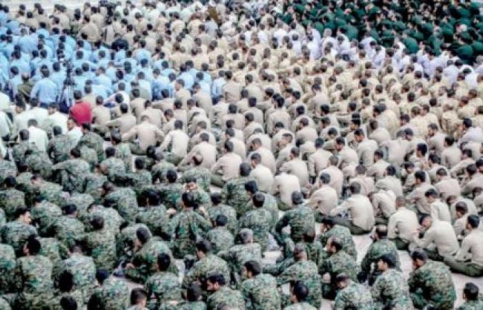 إيران | الإيرانيون يتجهون لتخزين المؤن مع عودة «شبح الحرب» بقوة