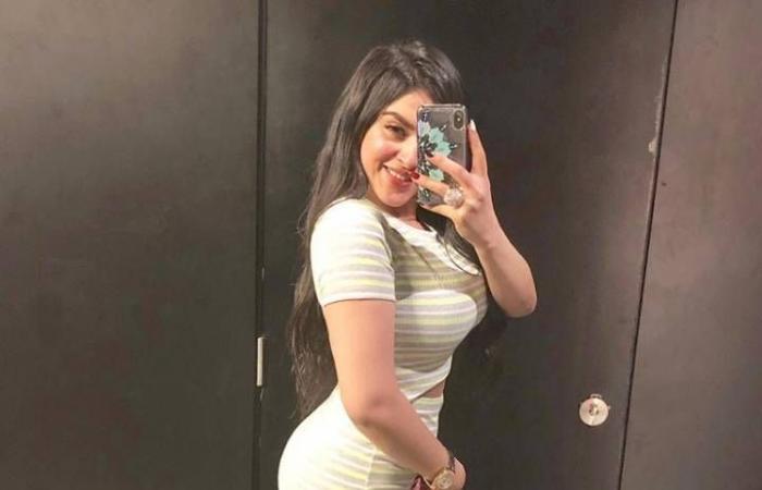 إطلالة جريئة لـ ياسمينة صالح تكشفت ملابسها الداخلية