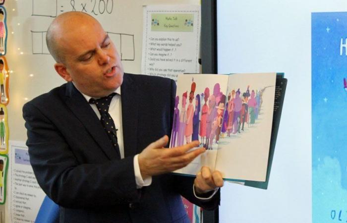 جدل بشأن تدريس المثلية الجنسية للأطفال في مدارس في بريطانيا