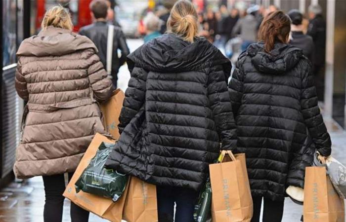 مبيعات التجزئة في بريطانيا تستقر والجنيه الإسترليني يقفز إلى 1.268 دولار