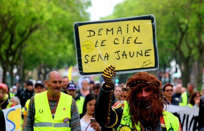 """نواة صلبة من """"السترات الصفراء"""" تواصل التظاهر في فرنسا"""