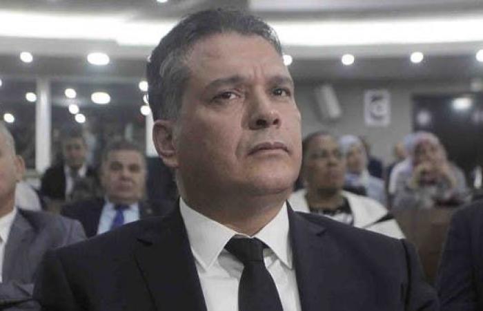 انقسام داخل أقوى كتلة برلمانية بالجزائر.. والسبب بوشارب