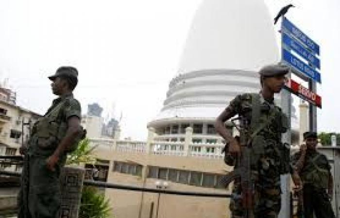 الجيش السريلانكي يجري عمليات بحث عن مشتبه بهم في اعتداءات عيدالقيامة