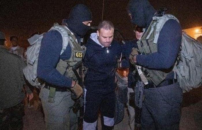 مصر | فيديو جديد للحظة ترحيل أخطر إرهابي من ليبيا وتسليمه لمصر