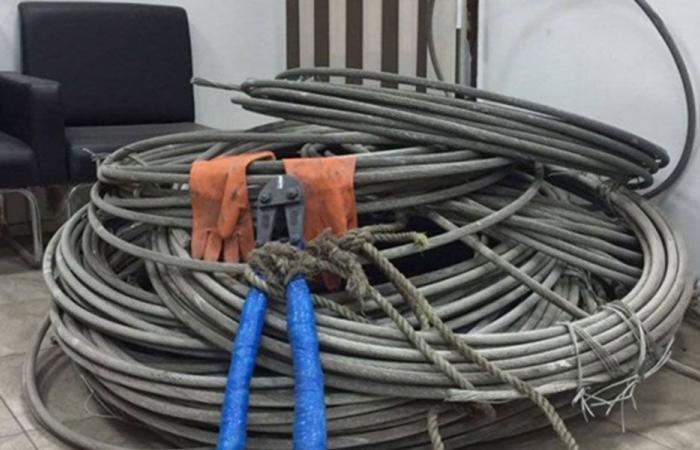 سرقة أسلاك كهربائية من شبكة تغذية في خراج دير دلوم