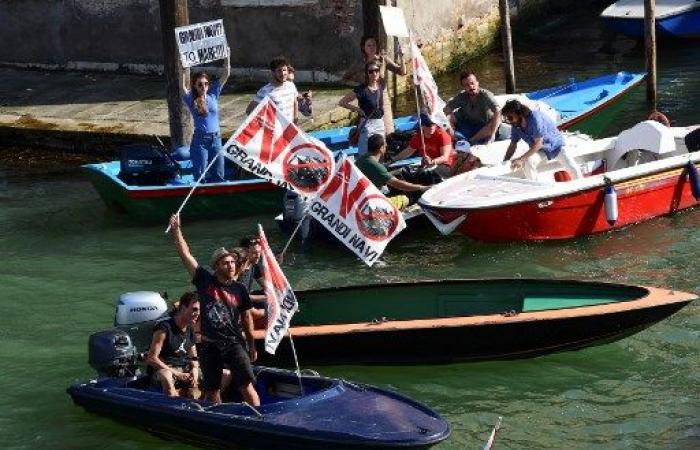 تظاهرة في البندقية ضدّ إبحار السفن الكبرى في خليجها