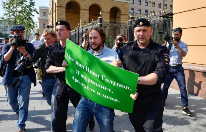 نقل صحافي روسي معروف متهم بالاتجار بالمخدرات الى المستشفى