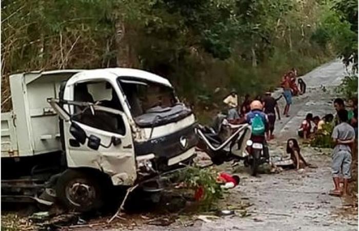 13 قتيلاً في انقلاب شاحنة على طريق جبلي في الفيليبين