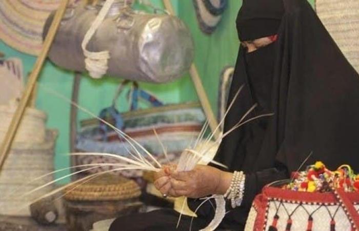 الخليح   هكذا احتفظت سيدة من جنوب السعودية بـ 1500 قطعة تراثية