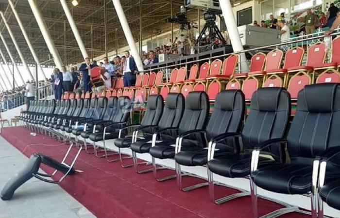 الاحتجاجات تمنع بن صالح وبدوي من حضور نهائي كأس الجزائر