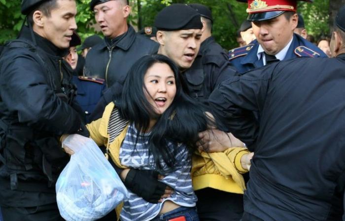 توقيف مئات المتظاهرين تزامناً مع الانتخابات الرئاسية في كازاخستان