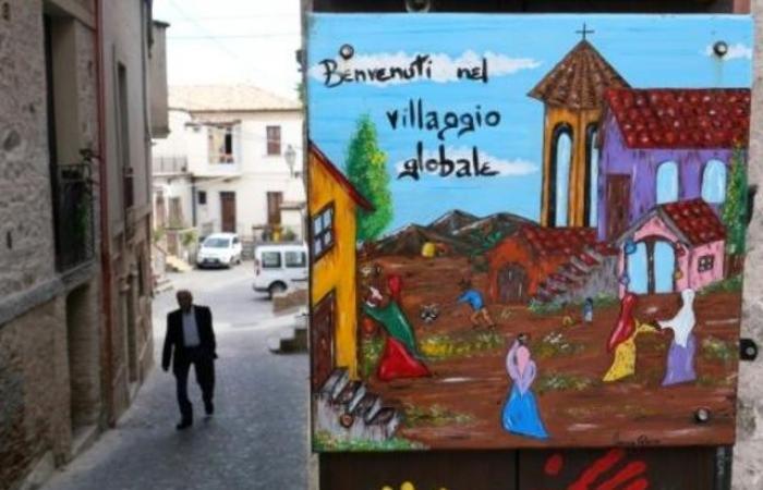 بلدة إيطالية تتحول من التسامح إلى التشدد مع اللاجئين