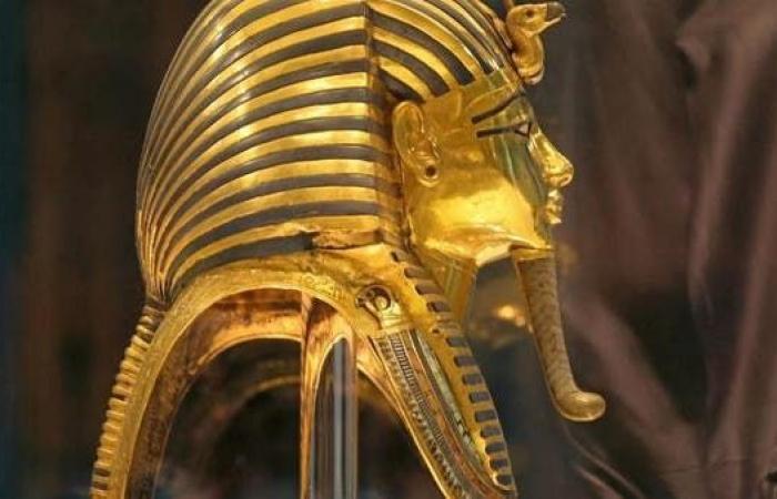 مصر | مصر تتدخل لوقف بيع رأس توت عنخ آمون في لندن