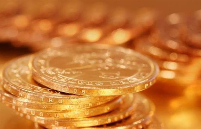 الذهب يخسر نحو 15 دولاراً ويصل إلى هذا المستوى