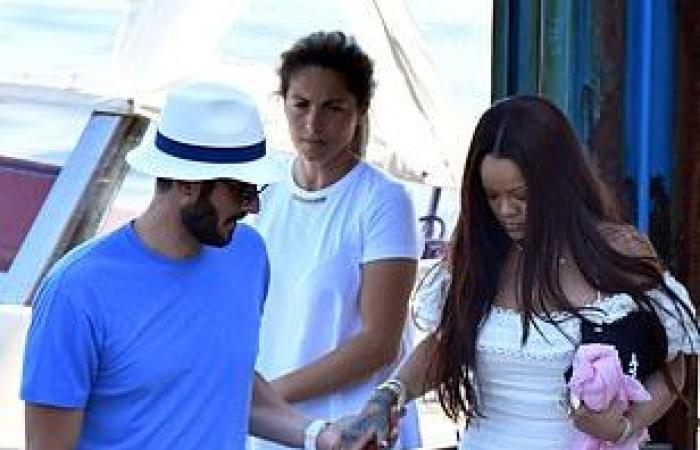 ريهانا وحبيبها السعودي في إيطاليا مع عائلته.. فستان قصير والكاميرات فضحتها! (صور)