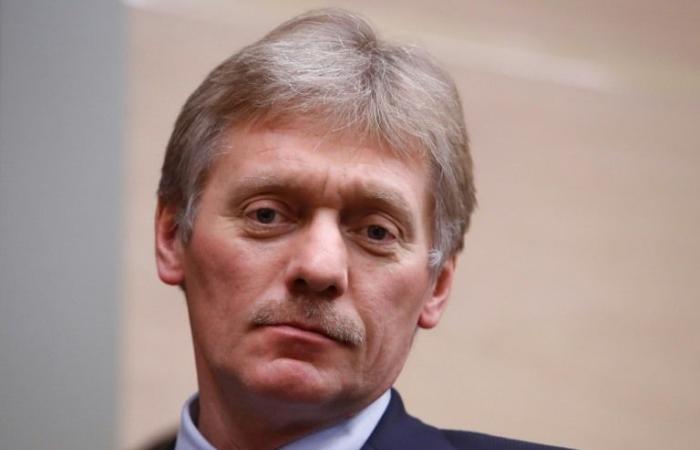 """الكرملين يقول إنه """"يتابع عن كثب"""" قضية صحافي معتقل"""