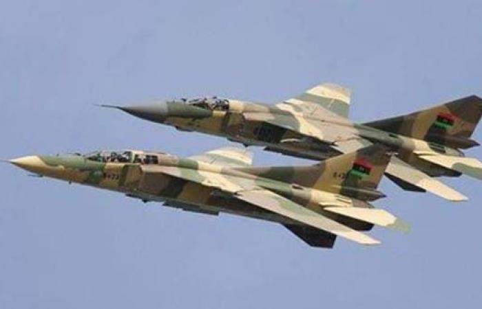 مقاتلات الجيش الليبي تستهدف مواقع كتائب الوفاق