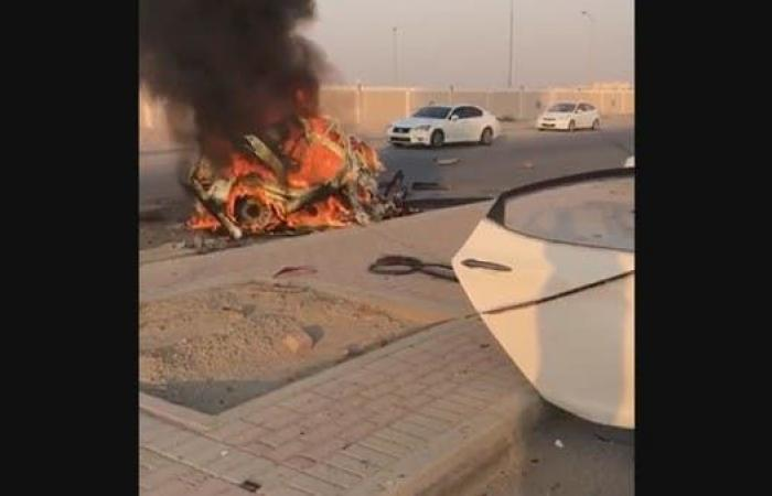 الخليح | فيديو مروع.. انشطار سيارة إلى نصفين واحتراقها بالسعودية