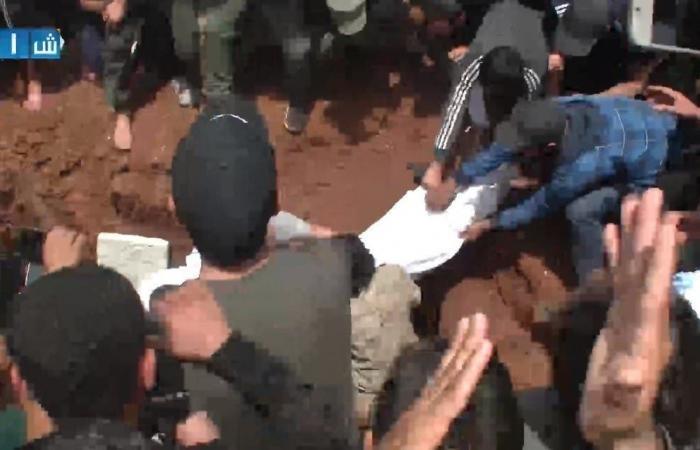 سوريا | بالصور.. حارس الثورة السورية يوارى الثرى في إدلب
