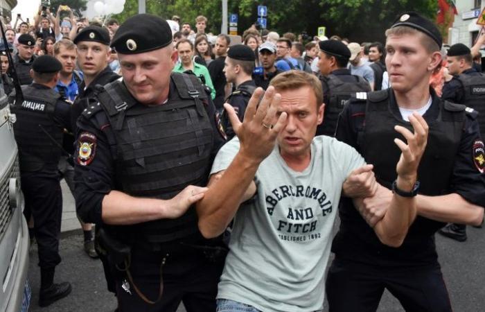 توقيف قرابة مئتي شخص خلال مسيرة مؤيدة للصحافي غولونوف في موسكو