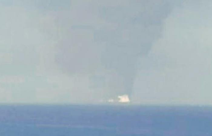 الخليح | أول صورة للنيران المشتعلة بناقلة النفط في خليج عمان