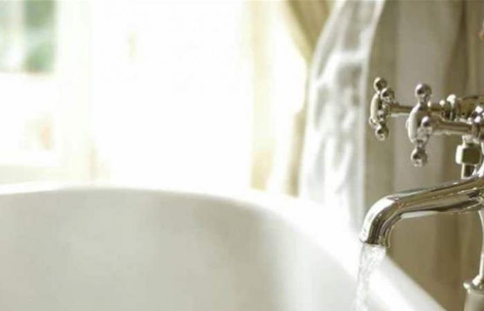 فنانة خليجية تصدم جمهورها بفيديو من داخل حوض الاستحمام (فيديو)