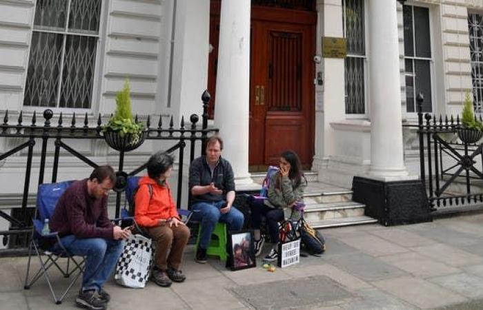 إيران | محتجون أمام سفارة إيران بلندن يطالبون بالإفراج عن معتقلة