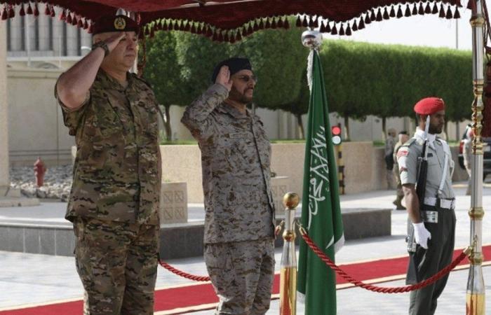 قائد الجيش بحث مع نظيره السعودي تعزيز العلاقات