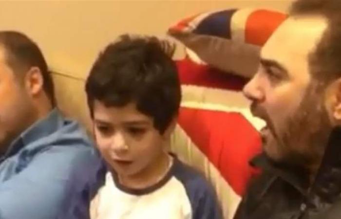 وائل جسار يغني مع ابنه 'الموهوب' ويأسر القلوب (فيديو)