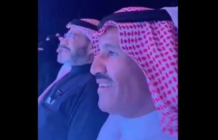 شاهد.. خالد عبدالرحمن يردد أغنية عبادي الجوهر مع الجمهور