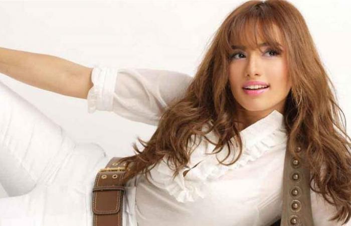 نجمة مصرية تسخر من نفسها وانتقادات بسبب فستانها الجريء (صور)