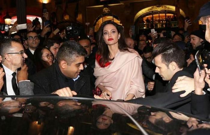 أنجلينا جولي ساحرة في باريس (صور)