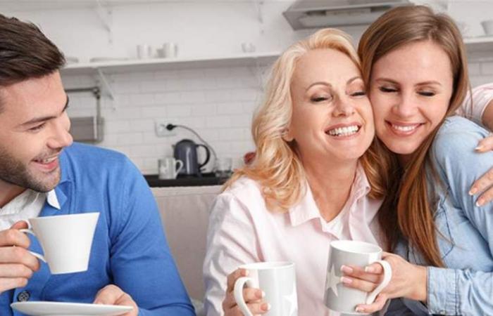 قبل زواجك.. اليكِ 5 طرق لتحسين علاقتك بحماتك