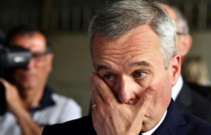 """دعوات لاستقالة وزير فرنسي بسبب """"مآدب عشاء باذخة"""""""
