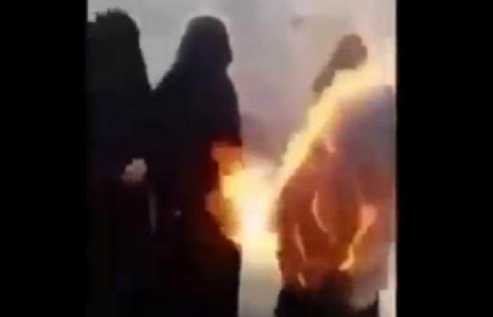 اليمن | فيديو مؤلم.. مسنة تحرق ثيابها بعد نهب الحوثيين أرضها