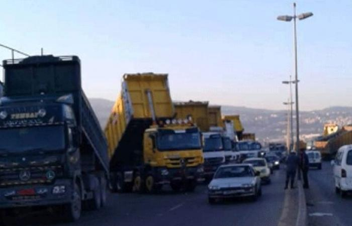 نقابة مالكي الشاحنات العمومية تعتصم الثلثاء