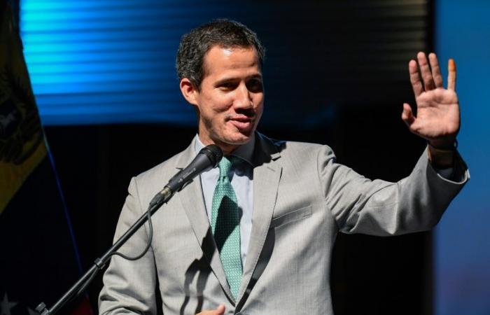 اليونان تعترف بغوايدو رئيسا انتقاليا لفنزويلا