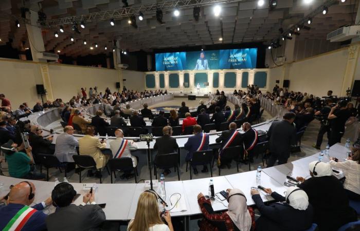 إيران | ألبانيا.. شخصيات دولية تدعم الإيرانيين لإسقاط النظام
