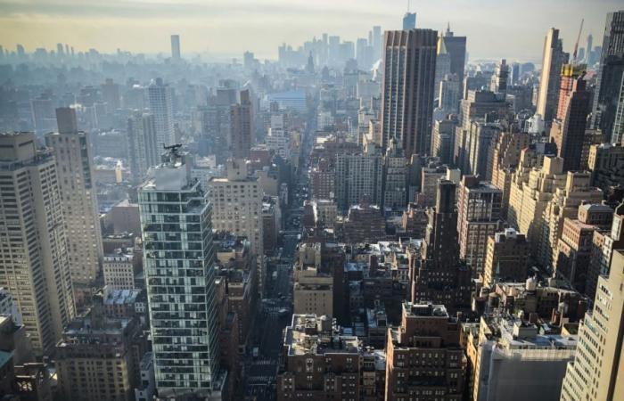 انتقادات تطاول رئيس بلدية نيويورك لغيابه في اثناء انقطاع الكهرباء