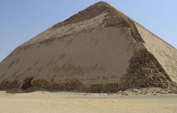 """الفرعون """"سنفرو"""".. مهمة في لبنان من أجل الأهرامات"""