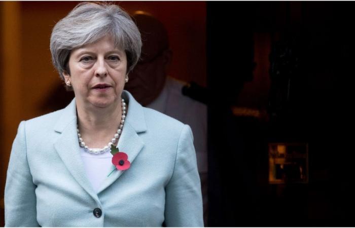 تيريزا ماي ترقص في آخر أيامها كرئيسة لوزراء بريطانيا.. شاهدي!