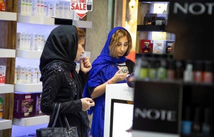 إيران | أزمة الإيرانيّات بسبب المقاطعة من مزيل الرائحة إلى المكياج