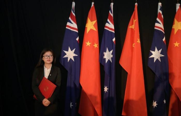 أستراليا تحضّ الصين على السماح لأم أويغورية وابنها بالمغادرة