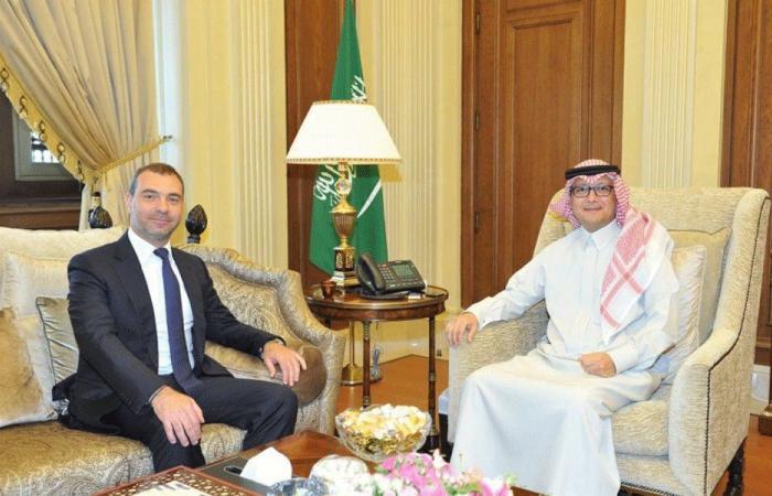 بخاري عرض مع أفيوني المستجدات في لبنان والمنطقة
