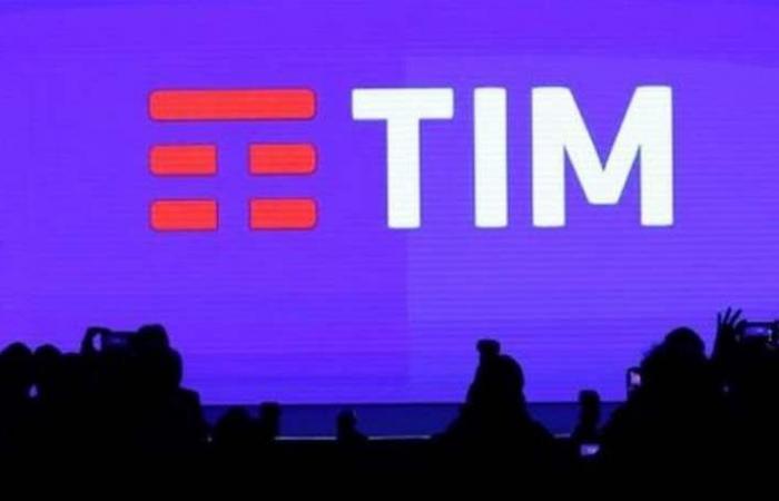 تليكوم إيطاليا تدرس خطة لبيع أصول بملياري يورو