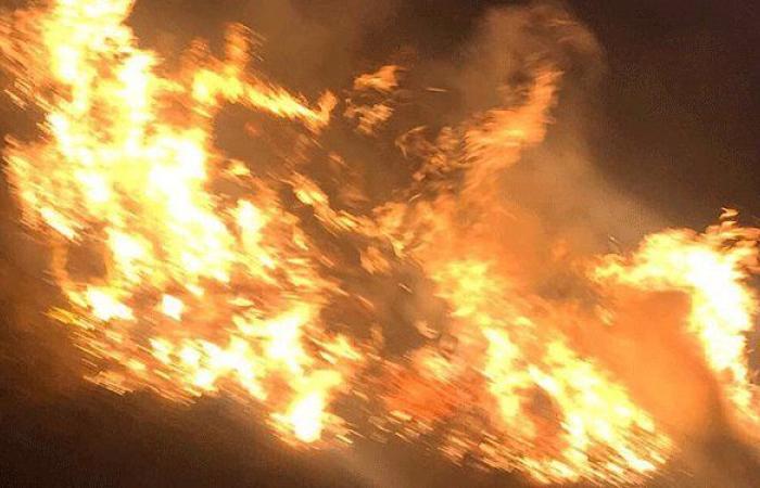 حريق بين بلدتي حولا وميس الجبل